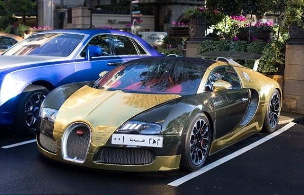 بوگاتی طلایی یک سرمایهدار سعودی در لندن + عکس
