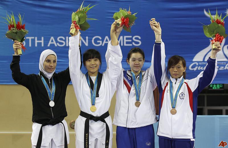 raheleh-asemani-noh-eun-sil-dhunyanun-premwhaew-chang-chiung-fang-2010-11-19-6-20-11