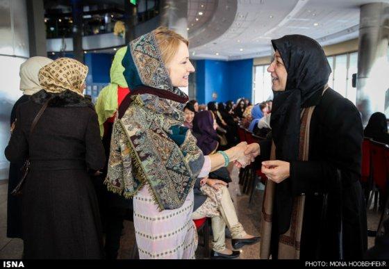 همسر محمدجواد ظریف وزیر خارجه ایران (سمت راست)