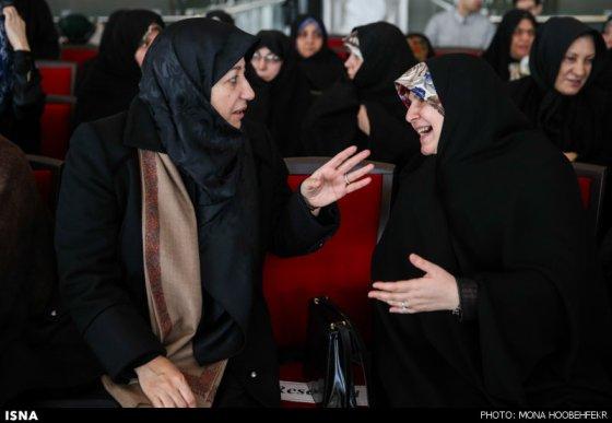 همسران سیدحسن قاضی زاده هاشمی (وزیر بهداشت) و محمدجواد ظریف (وزیر خارجه)
