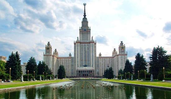 """ساختمان اصلی دانشگاه دولتی """"لومونوسوف"""" در مسکو"""