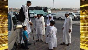 بلندقد ترین و کوتاهترین مردان دنیا به عمره رفتند + عکس