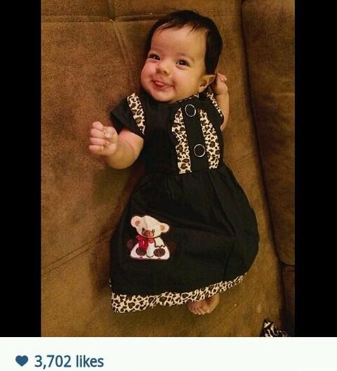 رضا صادقی این عکس زیبا را از دخترش گذاشته و نوشته روزتوت تیارا، تیارا یعنی چشم آرا!