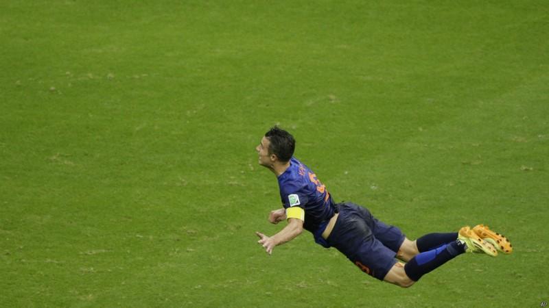 یکی از زیباترین گلهای جام جهانی که باعث شد به فان پرسی لقب سوپرمن بدهند
