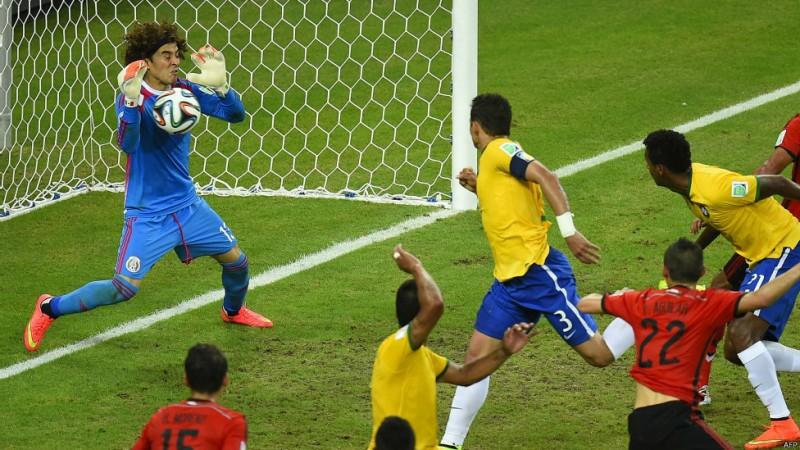 این جام جهانی، جام درخشش دروازهبانها لقب گرفت. یکی از آنها اوچوا، دروازهبان مکزیک بود
