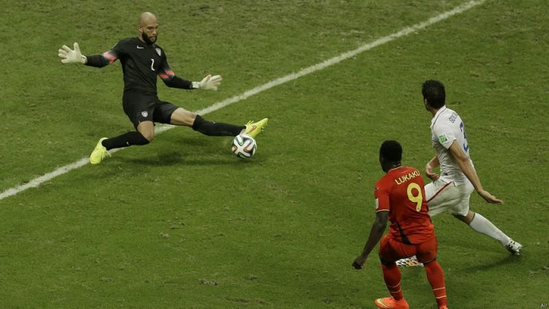 تیم هاوارد، دروازهبان تیم ملی آمریکا، با ۱۵ بار دفع توپ در یک بازی (مقابل بلژیک) رکورد جدیدی را برای جام جهانی ثبت کرد