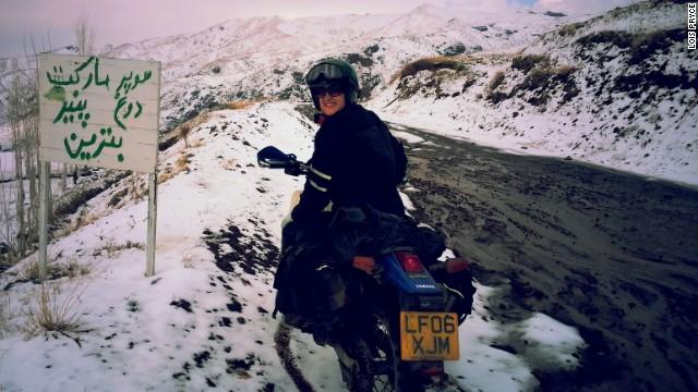 رشته کوههای برفی البرز در شمال تهران