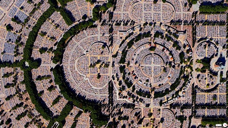 گورستان بانوی ما المودنا (Our Lade of Almudena)، مادرید، اسپانیا این گورستان یکی از بزرگترینها در نوع خود میباشد. تعداد قبور موجود در این گورستان پنج میلیون برآورد شده که از جمعیت شهر مادرید پیشی گرفته است.