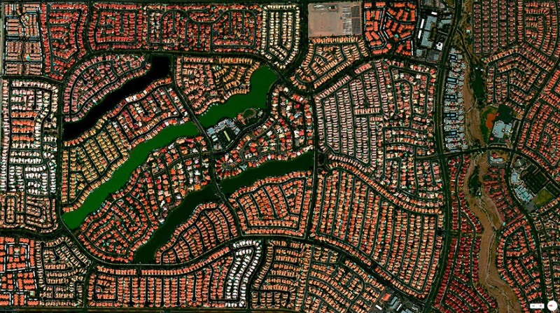 لاس وگاس، نوادا، ایالات متحده این منطقه شامل 3.351 واحد مسکونی و چهار دریاچه مصنوعی ساخت بشر است.