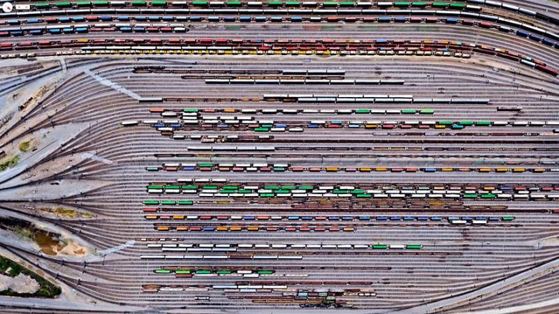 اینمان یارد (Inman Yard)، آتلانتا، جورجیا، آمریکا ریل راه آهن جنوبی نورفولک در حدود 21.300 مایل امتداد داشته و در 22 ایالت گسترده شده است. منطقه اینمان که در تصویر مشاهده میکنید یکی از بزرگترین مراکز نگهداری خطوط راه آهن بوده که نزدیک به 3.648 لوکوموتیو و 79.082 واگن باری را تحت پوشش قرار میدهد.