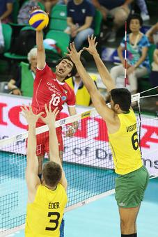 Amir Ghafour (left) of Iran spikes against Vissotto (BRA)