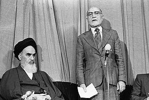 ۲۹۸px-Ruhollah_Khomeini_and_Mehdi_Bazargan