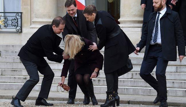 """نخست وزیر دانمارک مقابل """"الیزه"""" زمین خورد + عکس"""