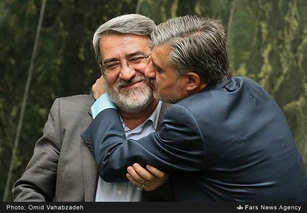 بوسه بر گونه های وزیر کشور دیگر حاشیه تصویری صحن علنی امروز بود