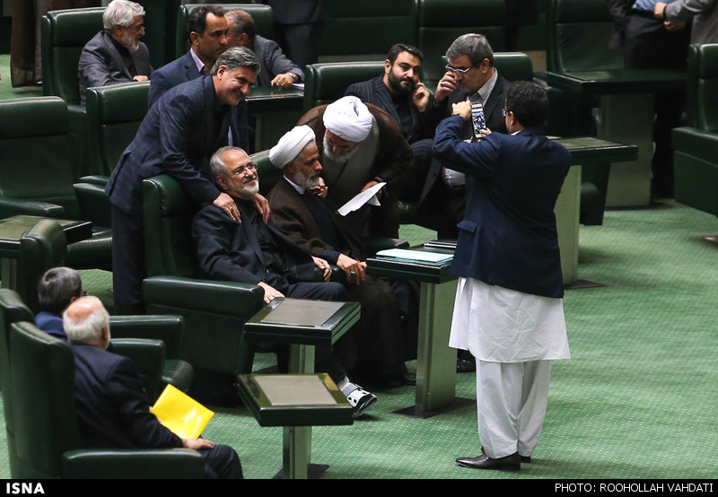 عکس یادگاری عزیزی با ظریف در جلسه امروز مجلس