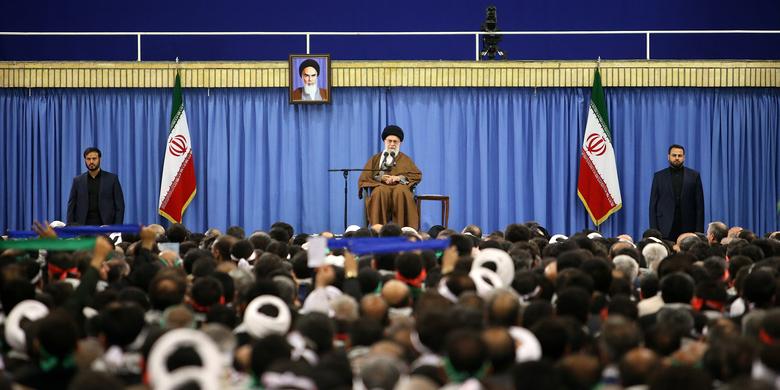 دیدار هزاران نفر از مردم استان اصفهان