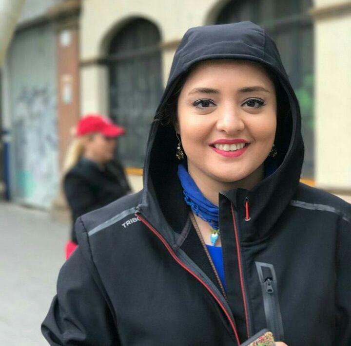 تصویری از خارج گردی بازیگر زن با تیپی خاص