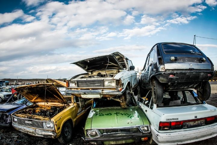 تحلیل یک عضو کمیسیون صنایع درباره واردات خودروهای دست دوم برای کنترل نابسامانیها