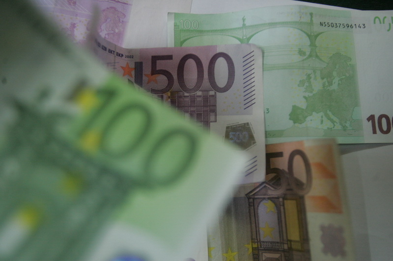 تعریف نشدن ارز منات در بانک ملی بستر دلالی آن در آستاراست
