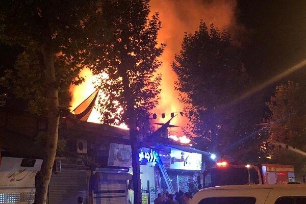 آتش سوزی گسترده در بازار فومن مهار شد|میزان خسارت و علت آتش سوزی مشخص نیست